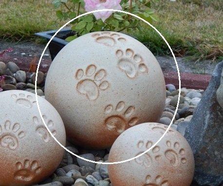 Tierurne - Kugel mit Vier Pfötchenspuren, frostsichere Keramik, Sand, Vol. ca. 2,50 Ltr.*